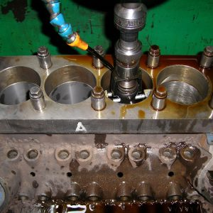 Ford Cleveland Block Getting Torque Plate Honed. ]Engine Machining].