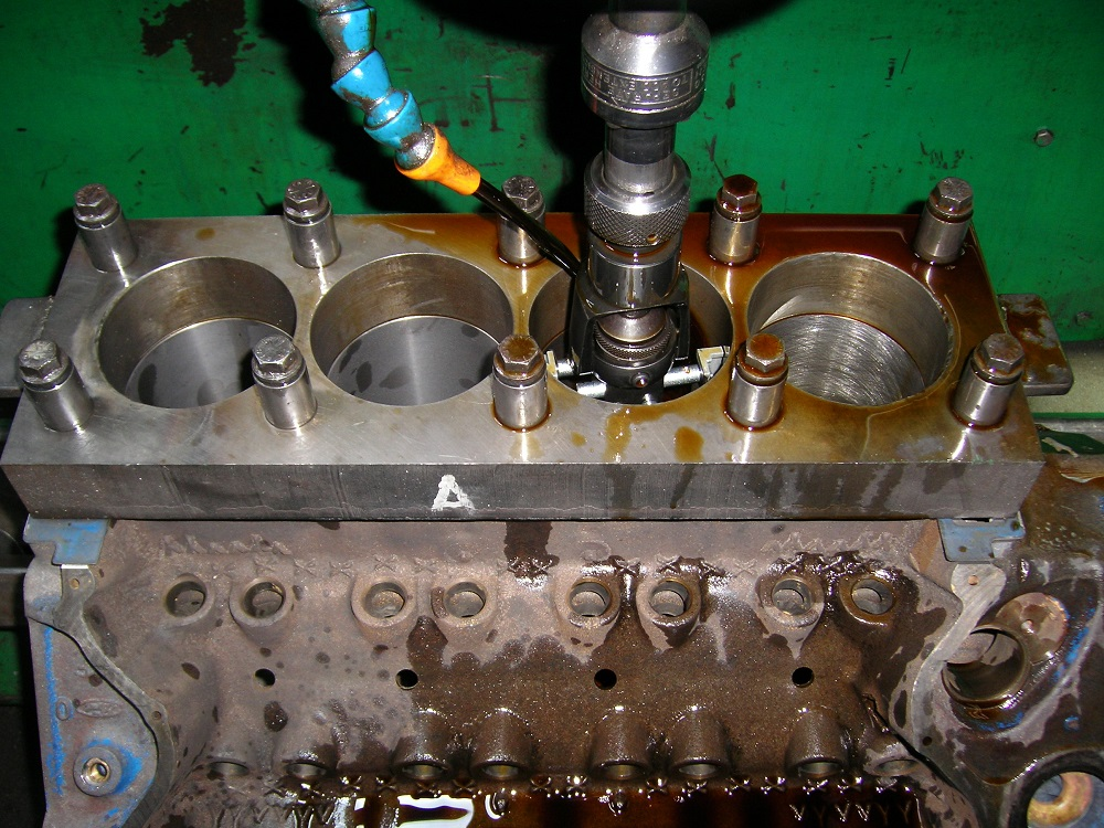 Ford Cleveland Block Getting Torque Plate Honed. Engine Machining.