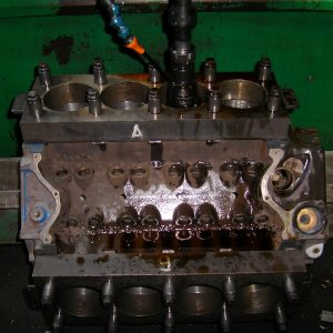 Torque Plate Honing a Ford Cleveland Block. Engine Machining.